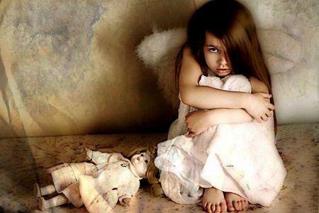 Не остаётся один в комнате или боится темноты детские страхи