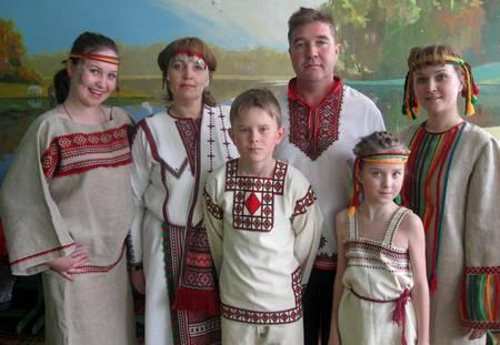 Сарафаном энергию черпаем День семьи, любви и верности